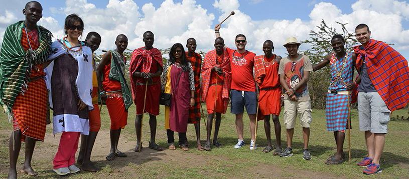 Voluntar român in Africa: «Viața bate și filmul, și cartea»