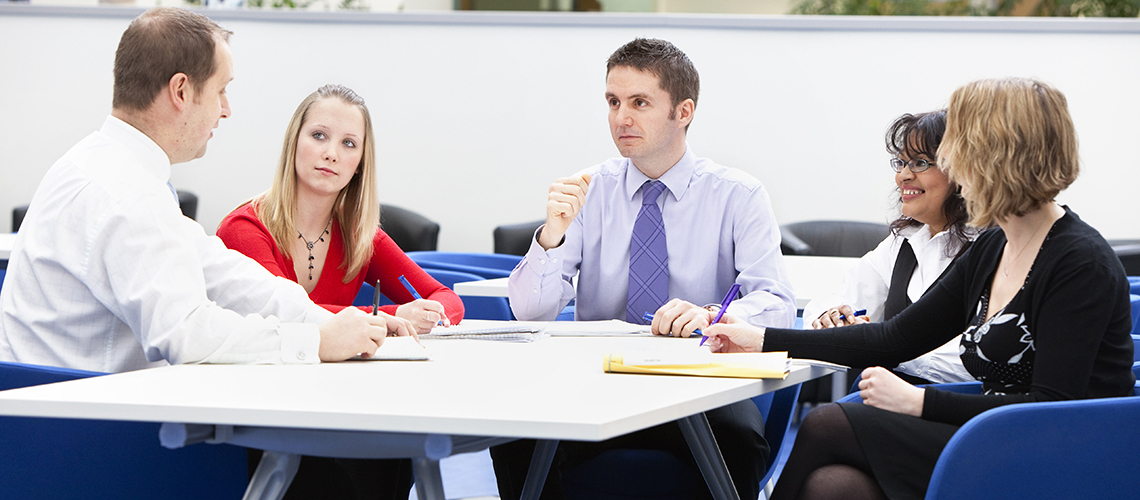 Tehnici pentru a-ti critica constructiv colegii… Fara sa obtii reactii negative