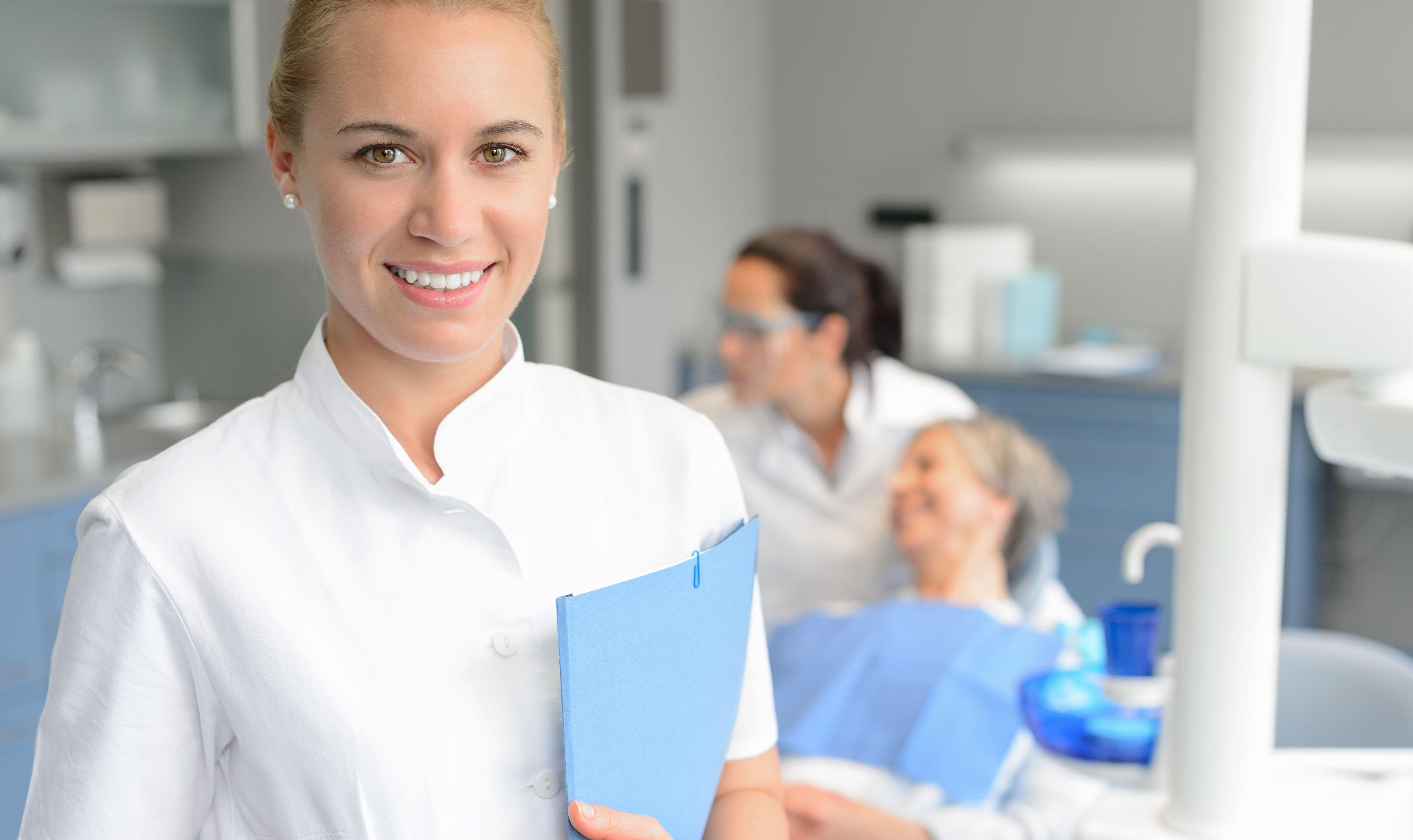 Cariera de asistent dentar – o alegere potrivita?