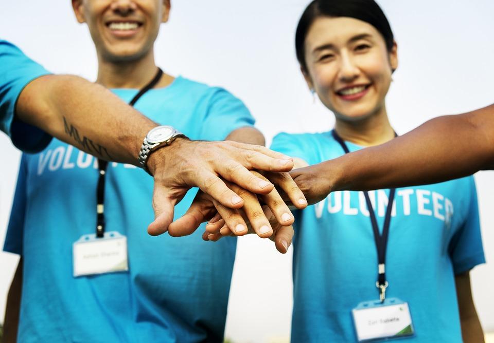 Voluntariatul poate fi schimbarea pe care o astepti in cariera