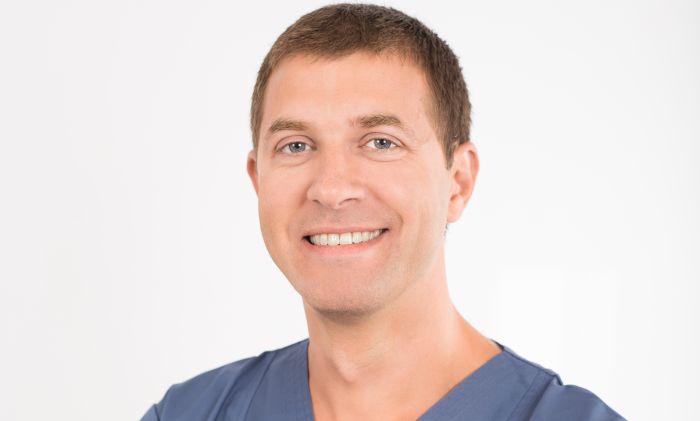 """INTERVIU Cristian Irimia, medic stomatolog: """"Atunci cand stii ca pacientul este fericit ca a scapat de o durere de dinti, satisfactia nu poate fi exprimata in cuvinte"""""""