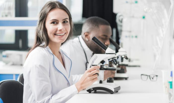 : inovatii medicale, tehnologii medicale, cariera de asistent medical, asistent medical sef, lideri in inovatia medicala