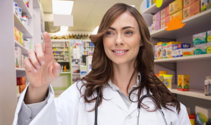 Asistentul farmacist: Care sunt cele mai frecvente provocări – de la pacienții dificili la combaterea informațiilor de pe internet
