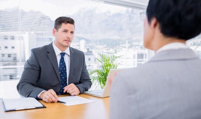 5 întrebări pe care nu ar trebui să le adresezi candidaților la interviu