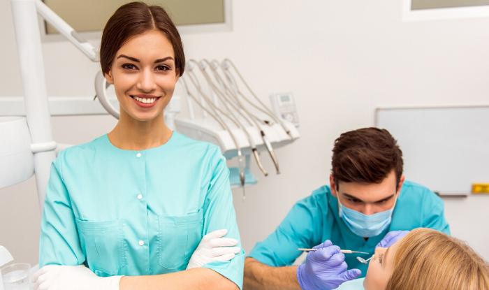asistent dentar