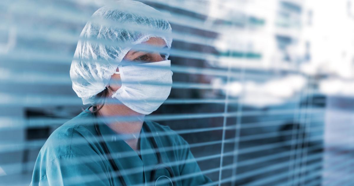 Sporuri de până la 30% din salariu, până la mijlocul lui august, pentru cadrele medicale care au lucrat cu pacienții Covid-19